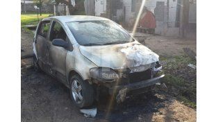 El auto quemda en Estrada y J.P.López.