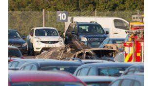 Tragedia. La aeronave cayó en un terreno lleno de autos para subastas.