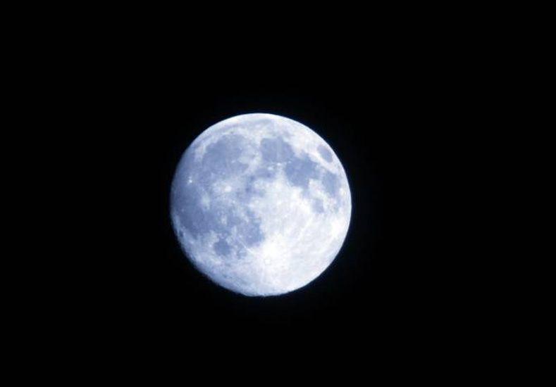 La razón por la cual no viste la luna de color azul