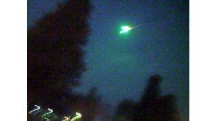 Avistaron otro objeto luminoso en el cielo en varios puntos del país