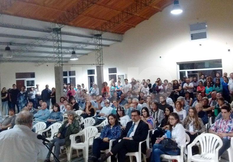 Audiencia. La cantidad de vecinos presentes muestra el interés de la comunidad por el tema. Gentileza/Jorge Ramírez