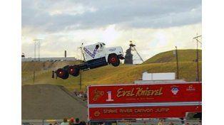Récord mundial en salto con camión