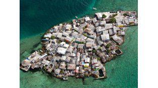 La isla más poblada del planeta, sin mosquitos ni delito