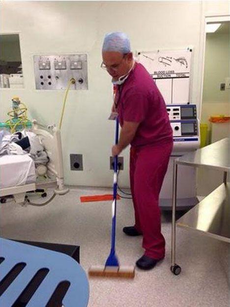 Un médico dio el ejemplo con una foto que se vuelve viral