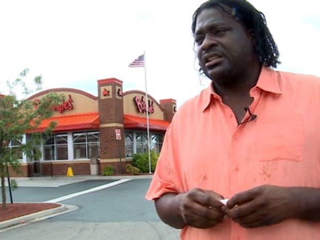 Un hombre pidió pollo en un restaurante y le dieron... 4.500 dólares