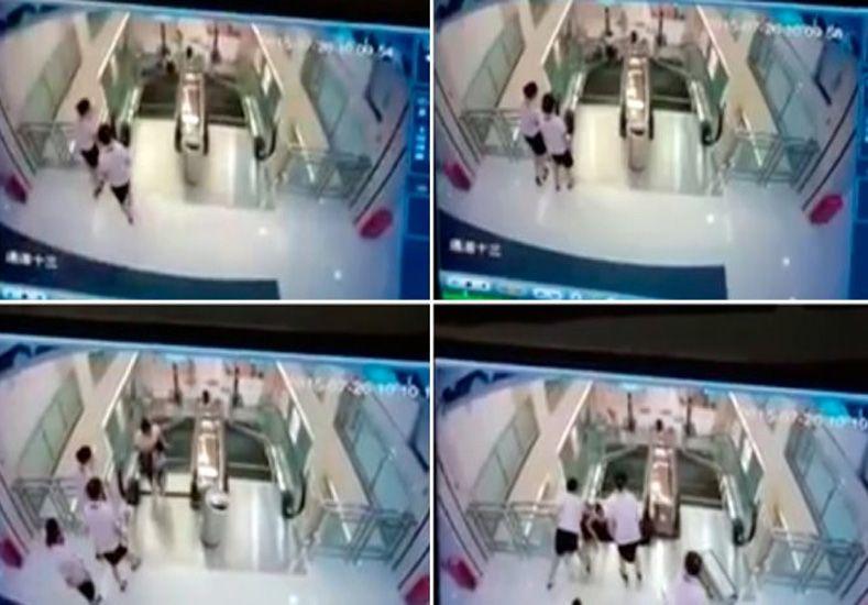 Una mujer murió atrapada por una escalera mecánica pero salvó a su hijo