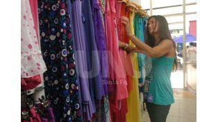 No al desnudo. Una precaución útil a tener en cuenta es probarse la prenda a comprar por encima de la ropa propia. Foto: Manuel Testi / Diario UNO Santa Fe