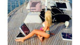 Charlotte Caniggia calienta el verano italiano: fotos sensuales en un barco