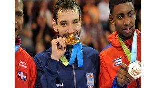 El porteño Julián Pinzás consiguió una histórica medalla dorada en la categoría de 67 kilos en karate. / Télam