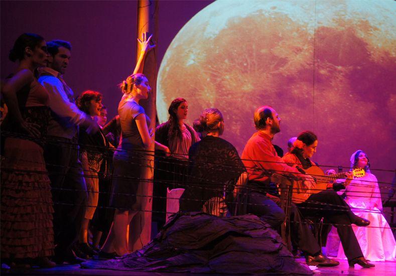 Agrupación Coral. Fue fundada en 1977 convirtiéndose en el coro más antiguo de la ciudad.