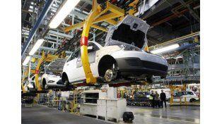 Caída. Se prevé un enfriamiento de la demanda de autos y autopartes de origen argentino.