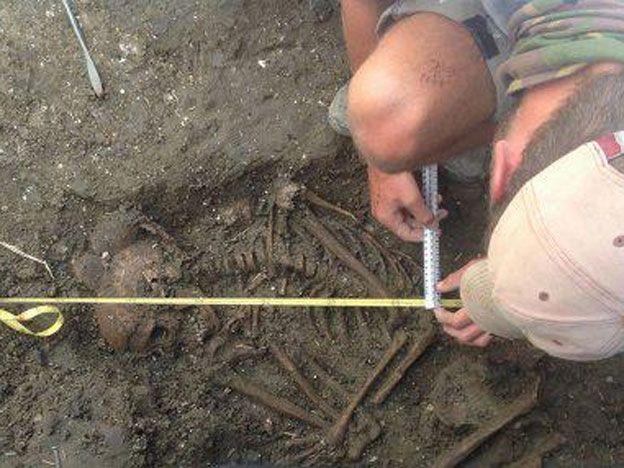 Descubrieron el esqueleto de un niño de la Edad de Bronce