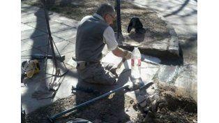 Construyó sus propias rampas para poder circular en su silla de ruedas