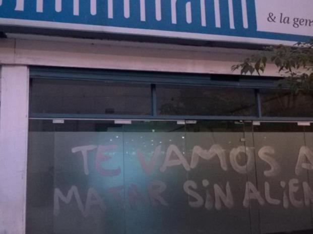 Pintadas intimidatorias en el diario El Ciudadano y amenazas a un fotógrafo