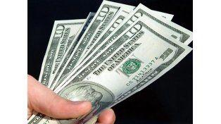 El dólar blue retrocedió nuevamente y cayó a 14,70 pesos