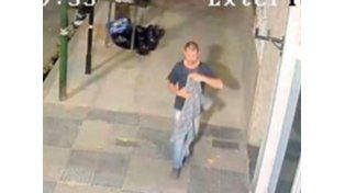 Buscan a un hombre por cometer una salvaje violación contra una joven y que fue registrado por las cámaras