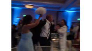 Viral del día: noquearon a una dama de honor en una boda
