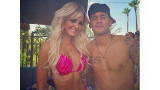 Neymar y su padre con la misma mujer