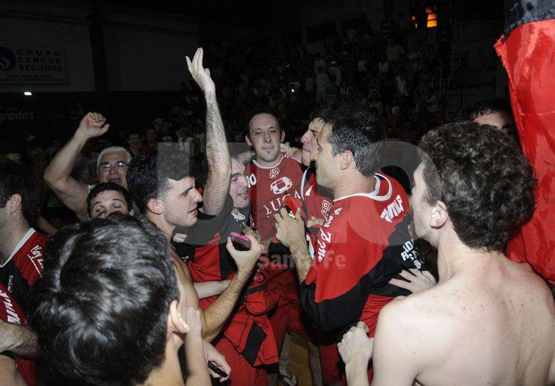 El Rojo se adjudicó las últimas dos ediciones del Torneo Oficial Raúl Candioti que organiza la Asociación Santafesina. Foto: José Busiemi / Diario UNO Santa Fe