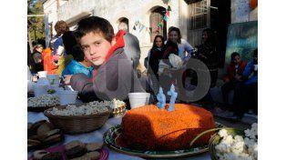 Para todos. La actividad de ayer convocó a grandes y chicos. Se repartieron globos y hubo sorpresas. Foto: Juan Baialardo / Diario UNO Santa Fe