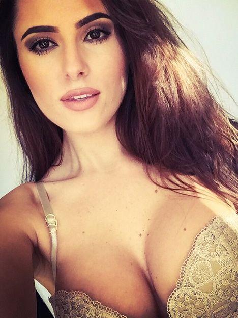 El infernal topless de la botinera más sexy