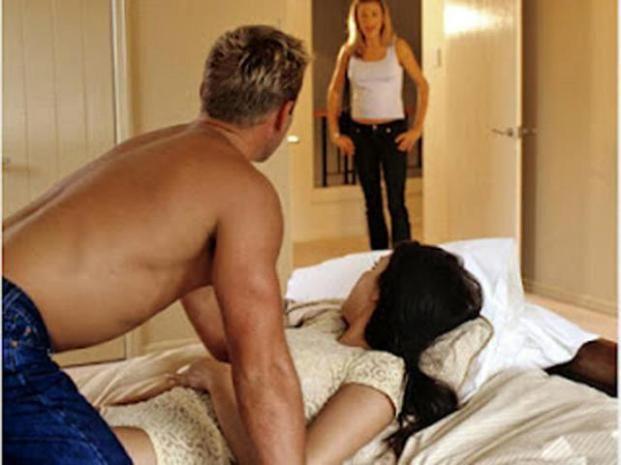 Resultado de imagen de hombre engaña a su mujer