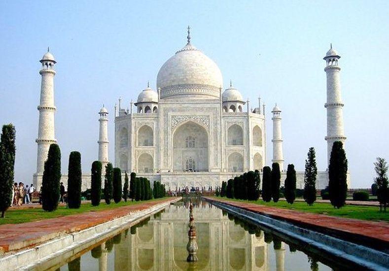 Pareja se cortó el cuello en el Taj Mahal por no poder casarse