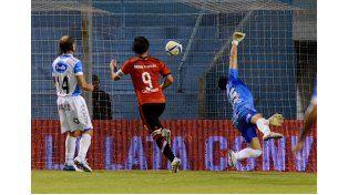 Cavenaghi se empachó de goles en la victoria de River