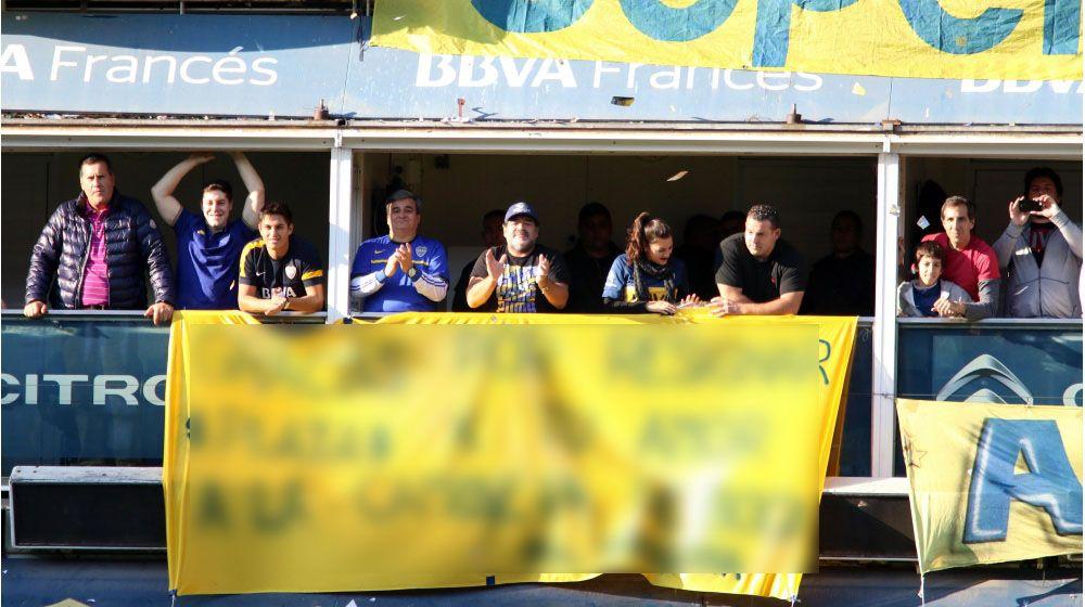 La emotiva bandera de Maradona a Tevez