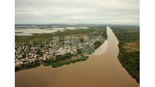 La crecida comienza a inundar las islas más bajas del Paraná