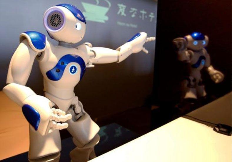 Uno de los robots recepcionista.