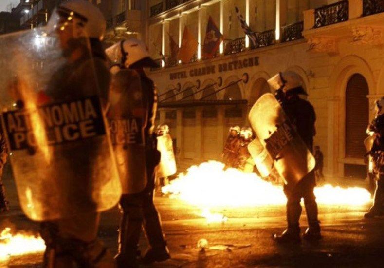 Grecia: Tras el ajuste económico anunciado se produjeron incidentes frente al Parlamento