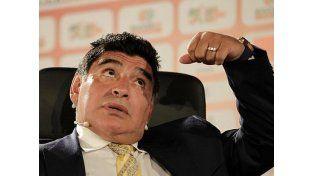 A Maradona le faltan $80 millones y citaron a Claudia Villafañe