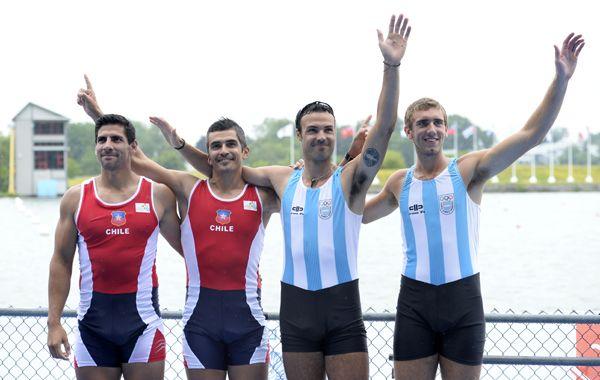Los chilenos Leal y Vásquez saludan junto a los argentinos Haack y López. (Foto: USA Today)