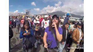 Un músico ecuatoriano filma cómo le roban mientras visitaba al Papa