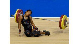 ¡Dramático! Se desmayó al levantar 106 kilos pero ganó una medalla