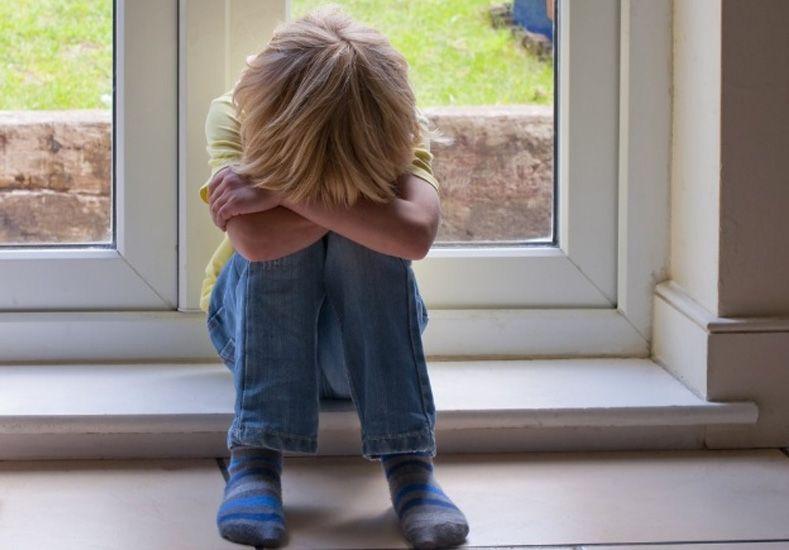 Un inmigrante puso en venta a su hijo de 3 años para  comprar una casa