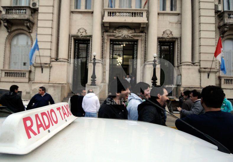 Movilización de taxistas y remiseros autoconvocados / Foto: Diario UNO por Mauricio Centurión