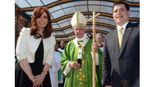 Cristina saludó al Papa tras la misa en Paraguay