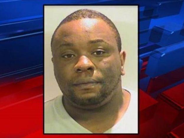 Un hombre afroamericano murió tras ser rociado con gas pimienta en Estados Unidos
