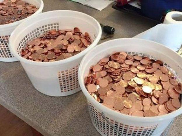Pagó una multa con 11 mil monedas de un centavo