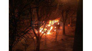 Quemacoches: volvieron a incendiar un vehículo en Guadalupe Oeste