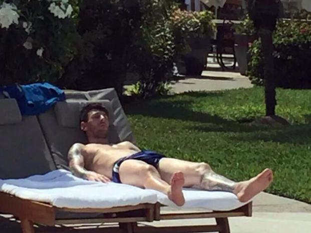 Messi descansa en el Caribe y los fanáticos aprovechan para sacarse fotos