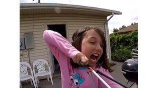 En cámara lenta: se saca un diente de un flechazo