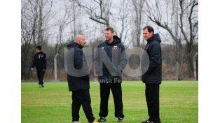 Darío Franco junto a su cuerpo técnico buscan darle una identidad de juego al equipo sabalero.