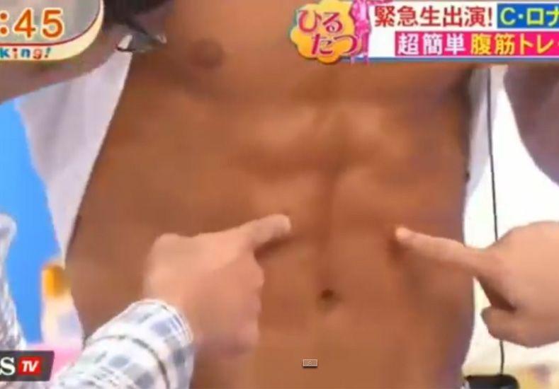 Sus abdominales son las estrellas de la TV japonesa