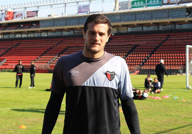 Pablo Vegetti realizó ayer su primer entrenamiento con la camiseta de Colón en el Brigadier López.