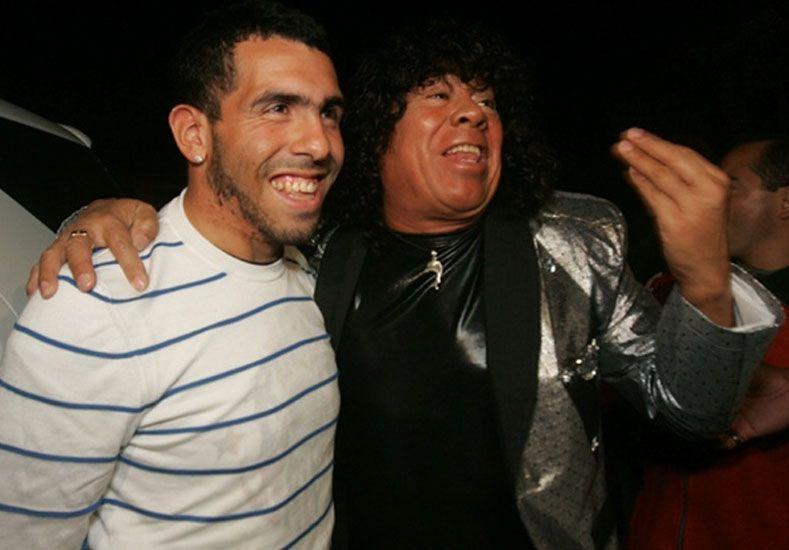 Tevez y la Mona Jiménez se dieron un palazo