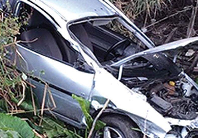 Cayó un auto al Riachuelo en Valentín Alsina