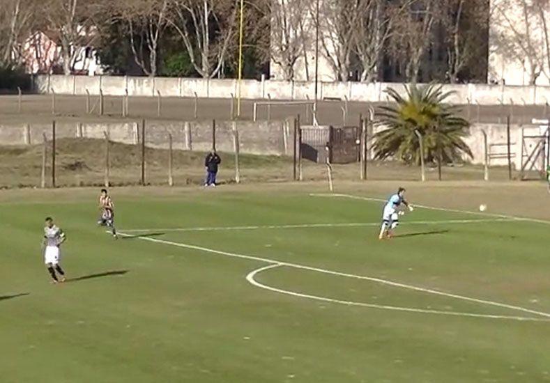 El gol más tonto del Siglo se dio en la Primera B Metropolitana
